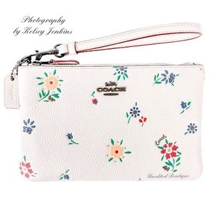 🆕 COACH Wildflower Leather Large Zip Top Wristlet